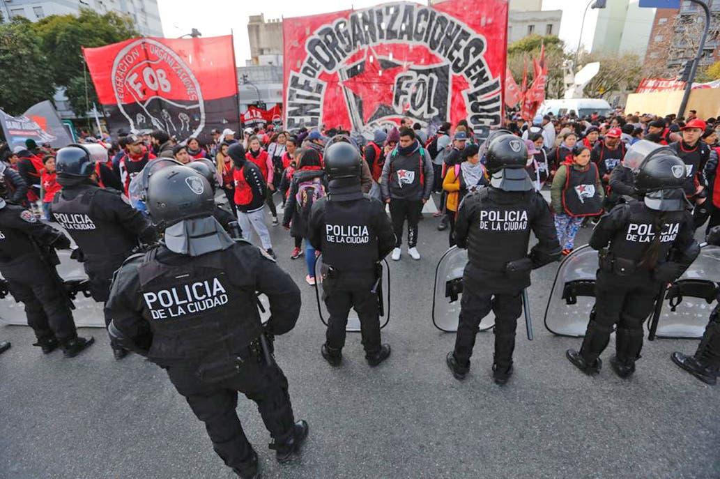 Organizaciones sociales protestan en el centro por el ajuste