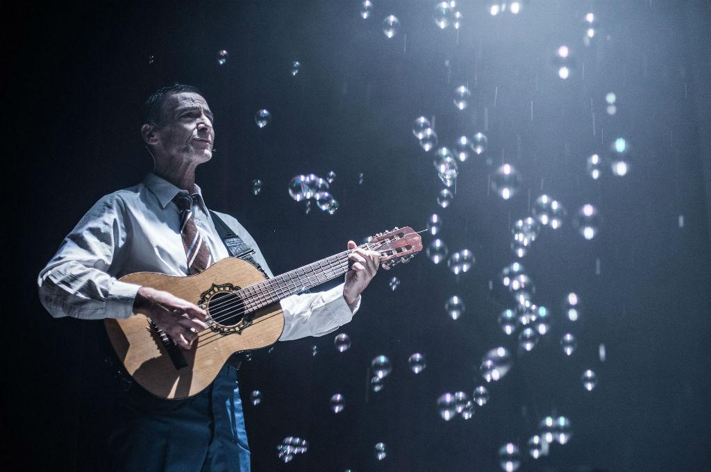 Gustavo Garzón en Sentidos: «En teatro, el cuerpo cuenta más que las palabras»