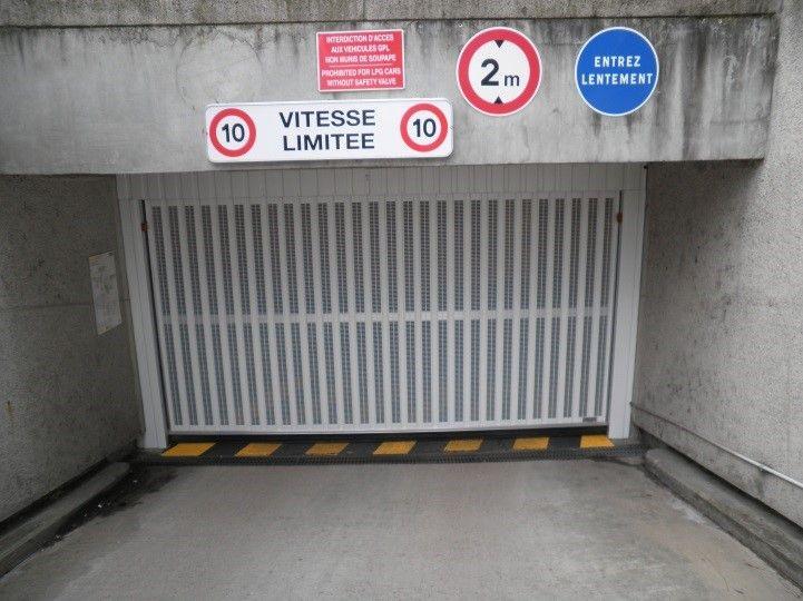 Porte de garage ama ile de france for Porte de garage basculante automatique