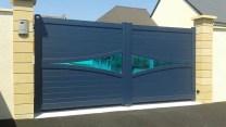 portail_en_verre_et_bleu