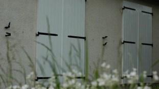 volets-battants-blancs