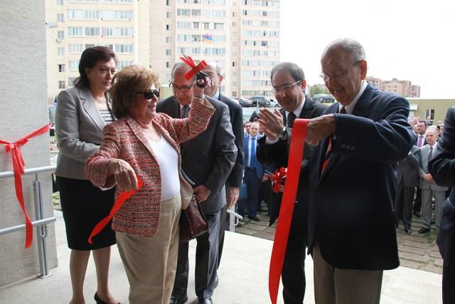 Bilezikians ribbon cutting
