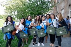 Registrants getting their messenger bags, t-shirts and study materials or the retreat at Hankavan (6 Aug. 2018)