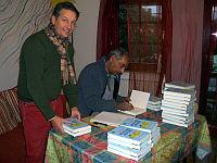 Chander Bhatia signiert sein neues Buch
