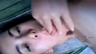 Novinha gozando muito na siririca em vídeo caseiro pro namorado vazou no whatsapp