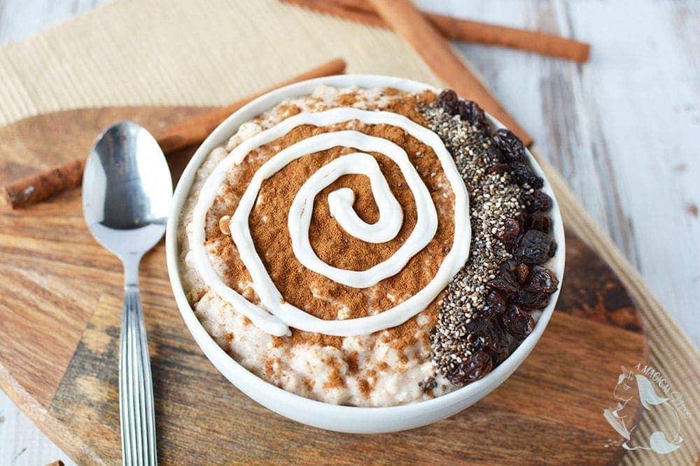 cinnamon roll smoothie bowl