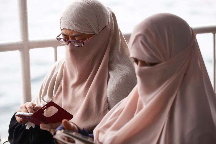 While nearly a quarter of muslim women in america wear the scarf or other forms of hijab dress, this religious and cultural practice has. How The Turban Hijab Became A Symbol Of The Modern Muslim Woman Amaliah