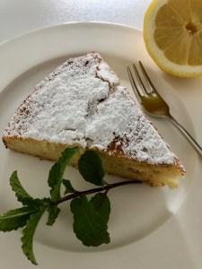 Italienischer Zitronen-Ricotta-Kuchen mit Apfel