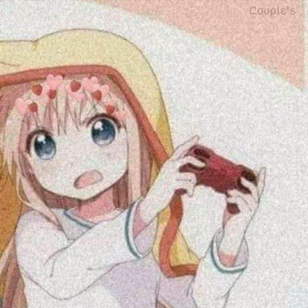 menininha-jogando-video-game-em-baixo-da-corberta