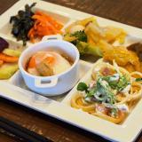 真庭あぐりガーデン内「Natural Buffetうさ八」メインディッシュ付き!地元野菜の絶品ビュッフェ