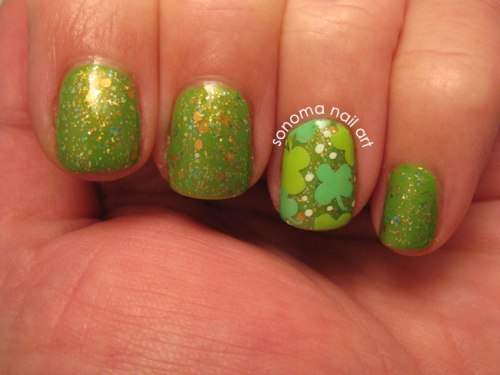 Mild green polish & clover accent nail. Source.