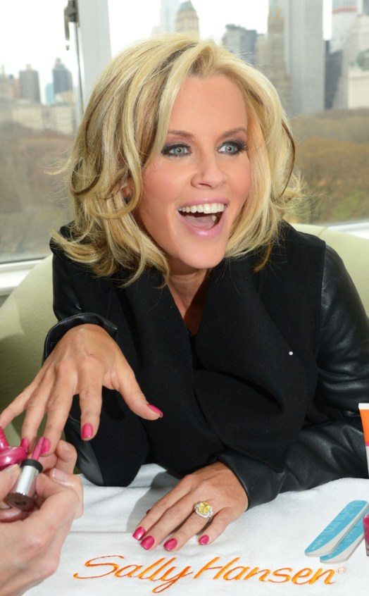 rs_634x1024-140416092438-634.Jenny-McCarthy-Engagement-Ring-Nails.jl.041614