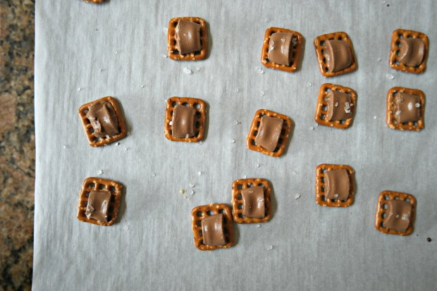 chocolate preztels