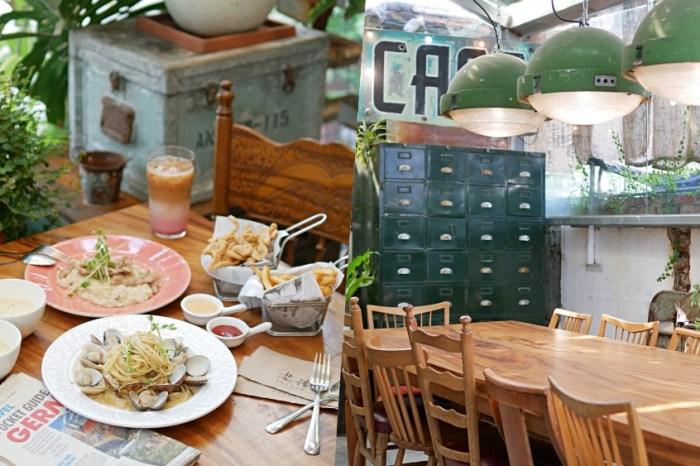 台南咖啡『花樓三店 Follow Coffee III』被滿滿綠意包圍的療癒系早午餐,漸層草莓拿鐵必點!台南下午茶|正興街美食|台南早午餐