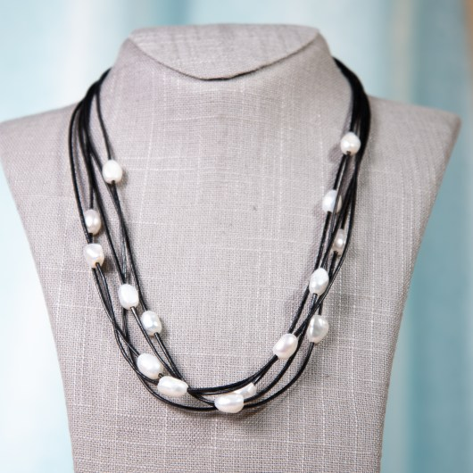 Leather & Pearl Floating Necklace - Black