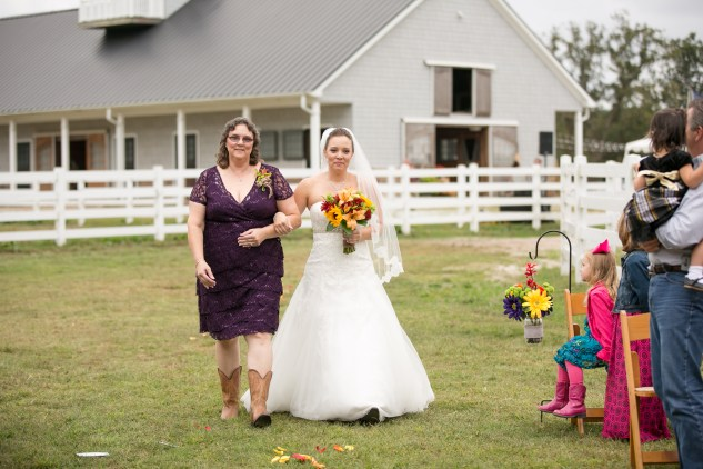virginia-southern-fall-farm-wedding-photo-58