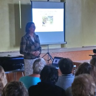 A picture of Amanda Jane Ogden speaking to Soutport Quilters