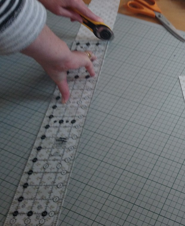Cutting fabric left-handed for quilting