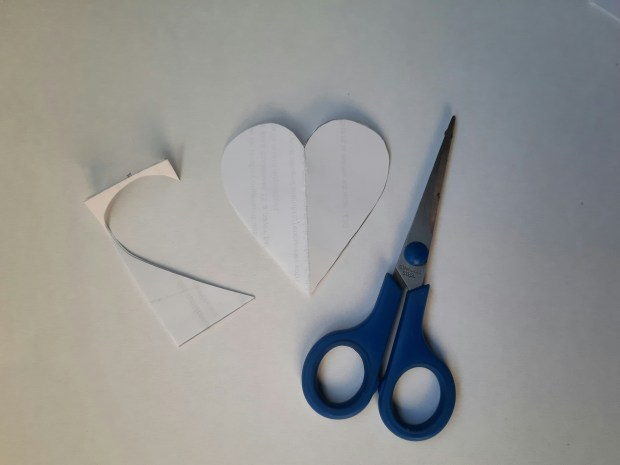 applique tutorial, cutting out the heart