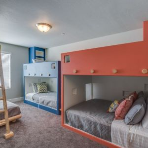 Full Bunk Bed in Shared Room