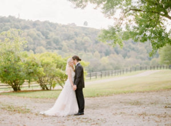 amanda olivia photo , kentucky wedding, bride and groom portrait