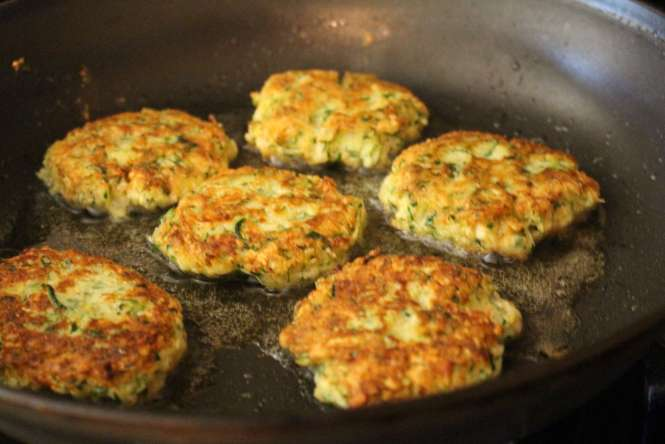 zucchini cakes with mint dipping sauce