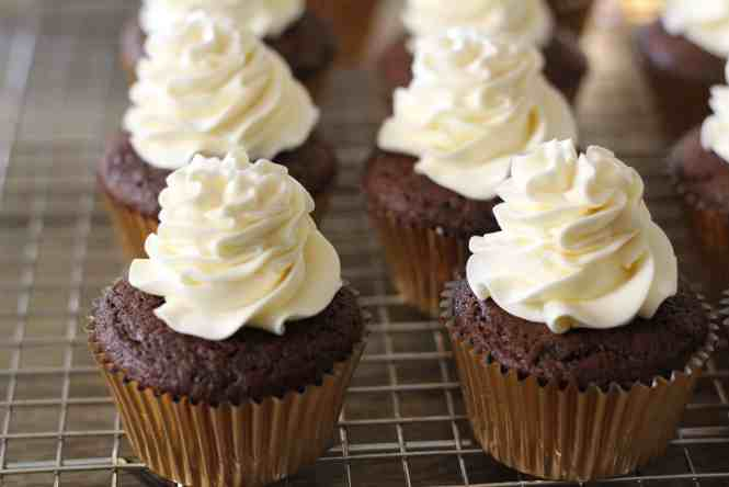 swiss meringue chocolate cupcakes