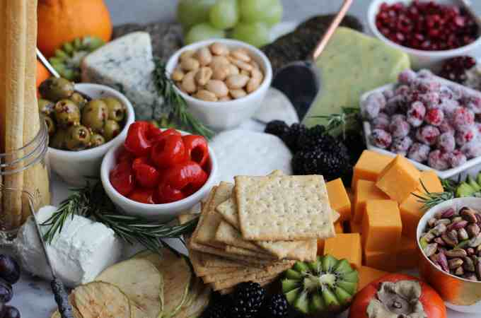 How To Make an Epic Cheeseboard