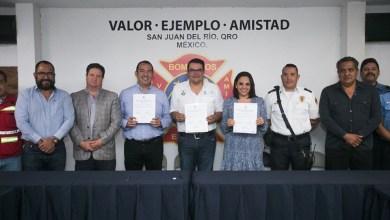 Photo of Firma convenio Memo Vega con bomberos