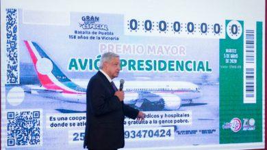 Photo of Presidente muestra diseño del boleto para el sorteo del avión presidencial