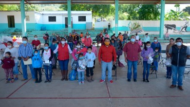Photo of 310 estudiantes de CONAFE reciben zapatos escolares