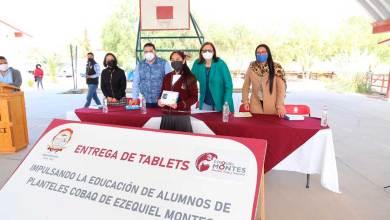 Photo of Estudiantes del Cobaq en Ezequiel Montes recibieron tabletas electrónicas