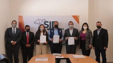 Photo of Roberto Cabrera firma convenio con ICATEQ