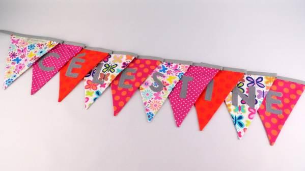 guirlande-personnalisee-prenom-celestine-rose-fichsia-orange-fleurs-papillons-banderole-decoration-chambre-fille