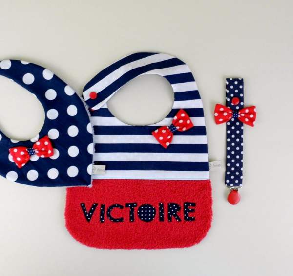 cadeau-naissance-style-marin-attache-tetine-bavoir-personnalise-prenom-bandana