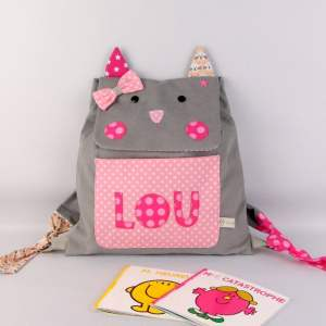 sac-a-dos-fille-maternelle-chat-personnalise-prenom-lou-cartable-maternelle-gris-rose-premiere-rentree-des-classes