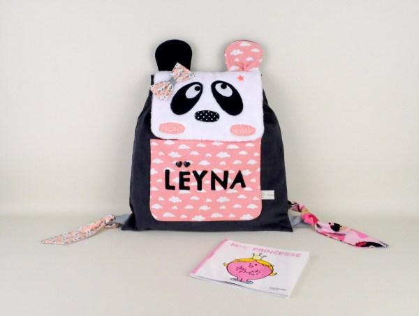 sac-a-dos-panda-personnalise-leyna-rose-corail-poudre-cadeau-nassance-bapteme