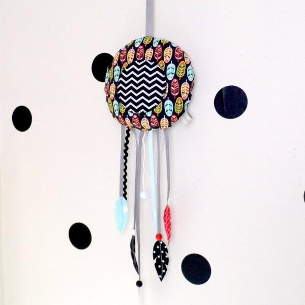 Attrape rêves décoration chambre de bébé plume