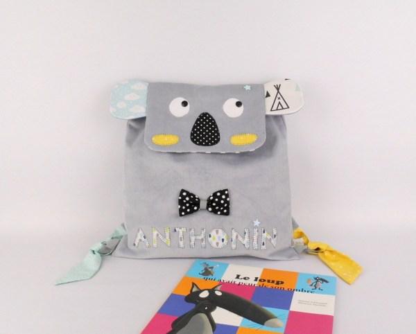 sac-a-dos-enfant-personnalise-anthonin-gris-jaune-moutarde-vert-menthe-sac-koala-personnalisable