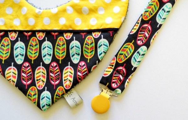 attache-tetine-plumes-indien-tipi-pacifier-clip-black-feather-accessoire-bebe-attache-doudou