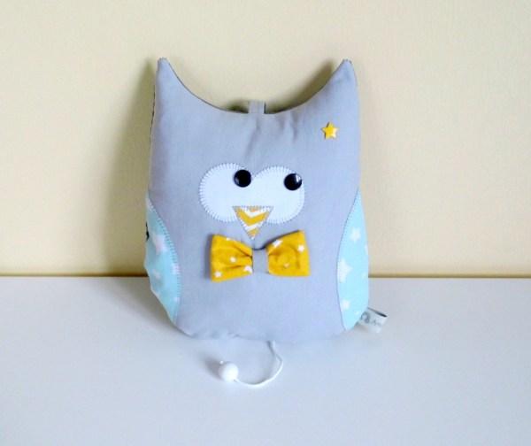 hibou-musical-chouette-boite-a-musique-cadeau-naissance-bebe-deco-chambre-gris-jaune-vert-owl-music-box-baby