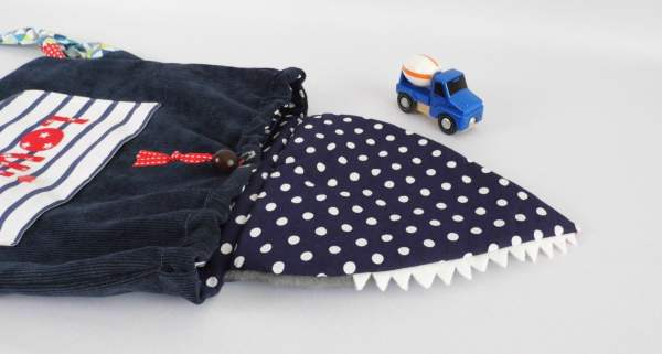 personnalized-toddler-kids-backpack-wolf-by-navy-blue-red