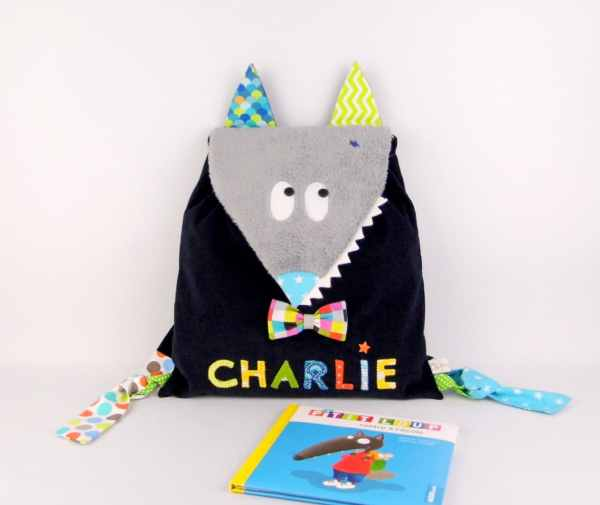 sac-a-dos-loup-brode-prenom-enfant-bebe-maternelle-sac-enfant-personnalisable-bleu-marine-multicolore-wolf-backpack-with-name