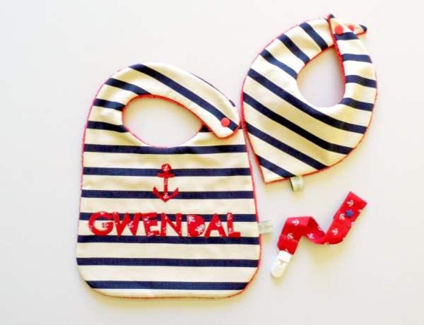 cadeau-naissance-personnalisable-style-marin-bavoir-prenom-gwendal-bandana-attache-tetine-rouge-ancre-bleu-marine