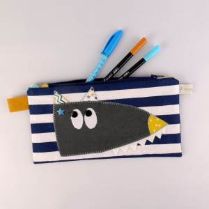 trousse-enfant-personnalisee-prenom-solal-style-marin-bleu-jaune-moutarde