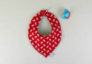 bavoir-bandana-rouge-pirate-bavoir-foulard-garcon