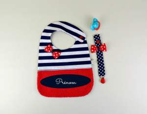 bavoir-fille-personnalise-prenom-style-marin-cadeau-bebe-liste-naissance