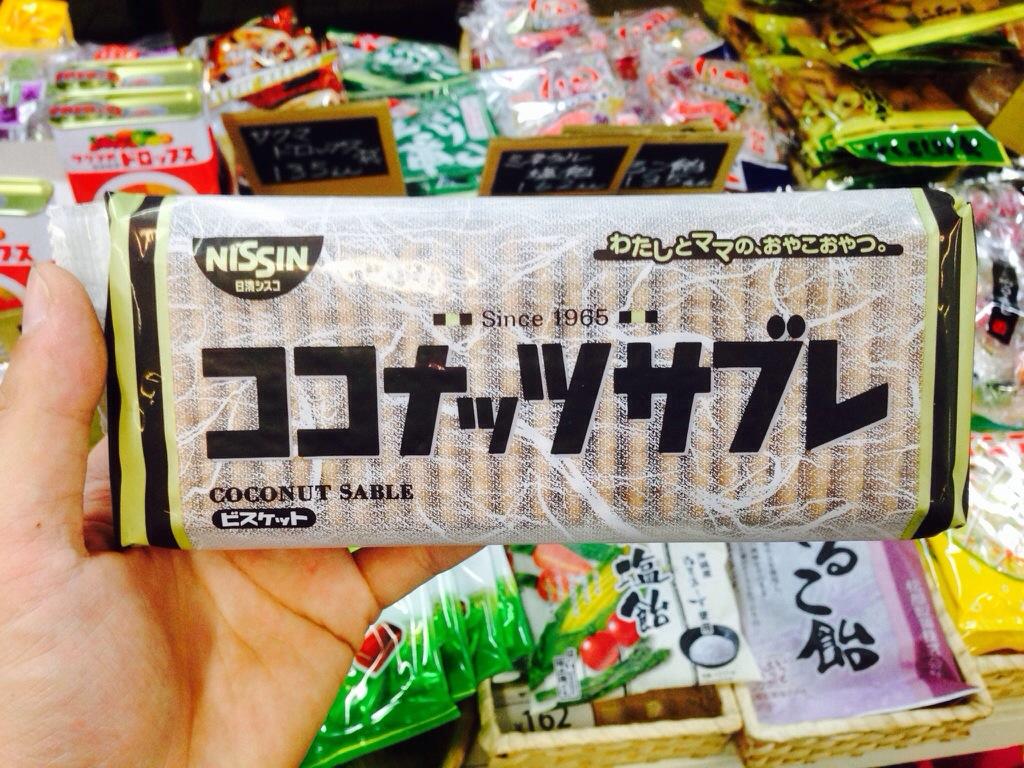 日清シスコ「ココナッツサブレ」/日清製菓「バターココナツ」