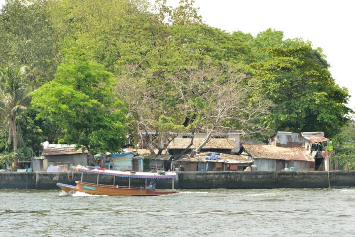 Sur la Chao Phraya en navette fluviale, à Bangkok