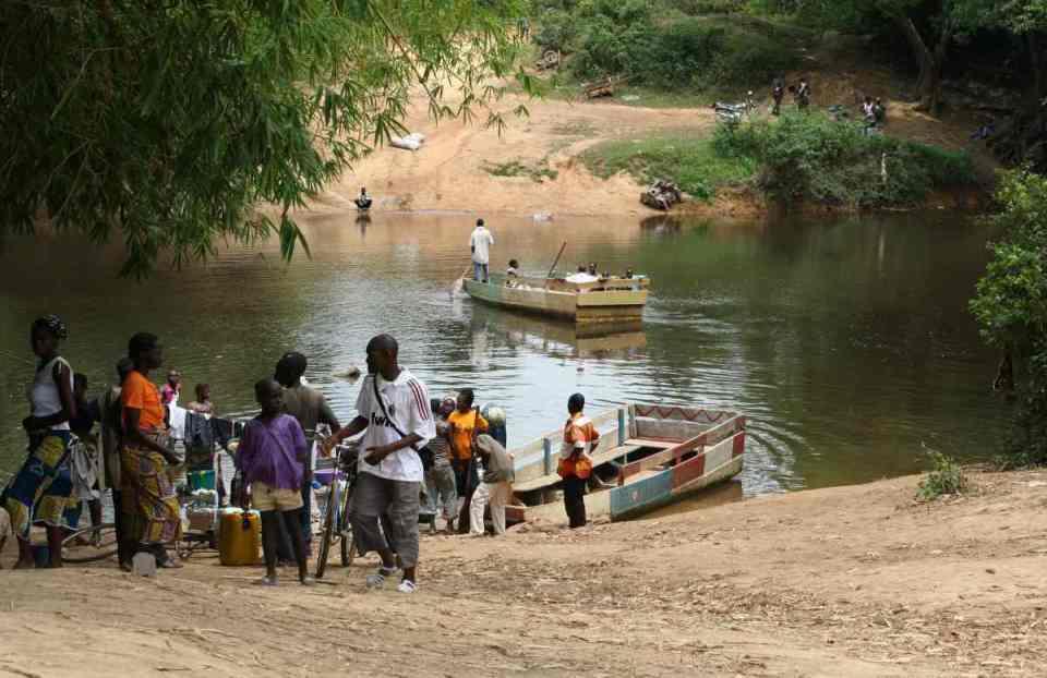 Vida quotidiana junto ao rio